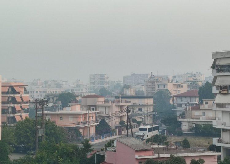 ΠΥΡΓΟΣ: Αποπνικτική και σήμερα η κατάσταση στην πόλη λόγω των καπνών της φωτιάς